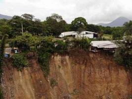 Ixtaczoquitlán, Ver., 23 de septiembre de 2020.- A solicitud del alcalde Miguel Ángel Castelán, Protección Civil Estatal recorrió zonas afectadas en Cumbre de Tuxpango por las lluvias.