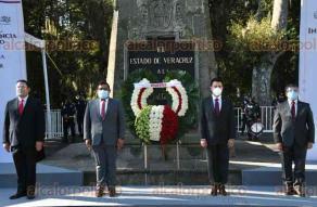 Xalapa, Ver., 23 de septiembre de 2020.- Integrantes del Comité Estatal de MORENA rindieron Guardia de Honor este miércoles ante el monumento a Miguel Hidalgo, en el parque Los Berros.