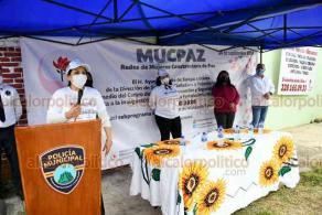 Xalapa, Ver., 24 de septiembre de 2020.- Personal del Secretariado Ejecutivo del Sistema Nacional de Seguridad Pública dio a conocer a vecinas de El Sumidero el programa Redes de Mujeres Constructoras de Paz, que busca prevenir violencia familiar y de género.