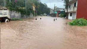 Xalapa, Ver., 26 de septiembre de 2020.- Vecinos la calle Quintana Roo de la colonia 3 de Mayo denuncian que nuevamente se inundaron la tarde del pasado jueves, como sucede desde hace años; el agua subió aproximadamente un metro.