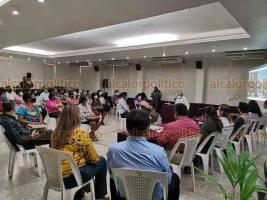 Coatzacoalcos, Ver., 28 de septiembre de 2020.- Más de 20 afectados en sus casas por obras del Malecón se reunieron con representantes de la SEDATU, que se comprometieron a atender las quejas por daños.