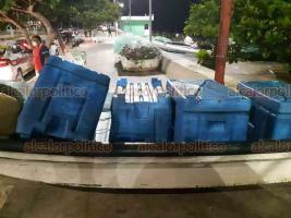 Veracruz, Ver., 28 de septiembre de 2020.- Ante la próxima llegada del Frente Frío número 4, pescadores resguardaron sus lanchas en tierra firme a la espera de norte con rachas de hasta 110 kilómetros por hora.