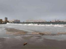 Veracruz, Ver., 29 de septiembre de 2020.- Las rachas de viento por el Frente Frío 4 comenzaron a superar los 80 kilómetros por hora en la zona conurbada Veracruz-Boca del Río, cerca de las 15:00 horas de este martes.