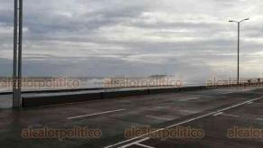 Boca del Río, Ver., 30 de septiembre de 2020.- Los efectos del Frente Frío 4 siguen dejando vientos de 50 kilómetros por hora y rachas de hasta 70 kilómetros por hora, por lo que se mantiene la restricción vial sobre el bulevar Manuel Ávila Camacho. Hay quienes a pesar del viento acuden a ejercitarse.