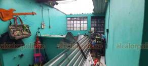Coatzacoalcos, Ver., 30 de septiembre de 2020.- Debido a los fuertes vientos por el Frente Frío 4, vivienda ubicada en la colonia Emiliano Zapata perdió su techo en las primeras horas de este miércoles. No hubo lesionados.