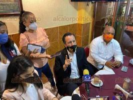 Xalapa, Ver., 19 de octubre de 2020.- El gobernador, Cuitláhuac García, la fiscal general Verónica Hernández Giadáns y el secretario de gobierno, Eric Cisneros Burgos, en conferencia de prensa en conocido café de la Capital.