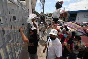 Veracruz, Ver., 19 de octubre de 2020.- Con piñata con forma de rata, a la que le colocaron foto del Director de Tránsito Municipal, acusan que agentes buscan pretextos para sancionar a motociclistas y automovilistas.