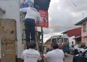 Coatepec, Ver., 20 de octubre de 2020.- Elementos de Tránsito del Estado delegación Coatepec dieron mantenimiento y limpieza a señalamientos viales con el objetivo de mejorar  la movilidad urbana y fortaleciendo la seguridad vial en la región.