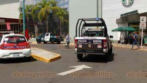 Xalapa, Ver., 21 de octubre de 2020.- Se registró movilización de elementos de la SSP y de la Policía Municipal por agresión a mujer dentro de Plaza Ánimas. Se informó que la agraviada interpondrá denuncia. No hay detenidos.