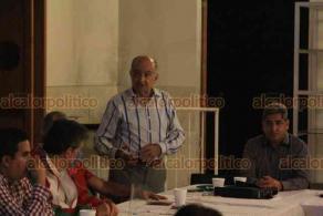 Xalapa, Ver., 21 de octubre de 2020.- Reynaldo Escobar Pérez se reunió con comerciantes y con el presidente del Comité Directivo Municipal del PRI en Xalapa, Alfredo Niño Flores.