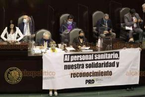 Ciudad de México, 22 de octubre de 2020.- Durante la comparecencia del Secretario de Salud en San Lázaro, legisladores de oposición y del PT muestran sus mantas y pancartas en contra y a favor de la labor del funcionario.