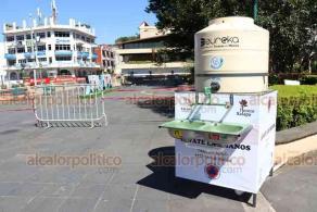 Xalapa, Ver., 23 de octubre de 2020.- Como parte de las acciones contra el COVID-19, se instalaron dos puntos de lavado de manos en el parque Juárez.