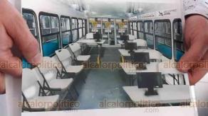 """Ixtaczoquitlán, Ver., 26 de octubre de 2020.- El secretario de Gobierno, Eric Cisneros, probó el autobús cedido en comodato por la Asociación de Transportistas de Veracruz (ASTRAVER), señalando que se podrá ofrecer un servicio """"itinerante"""" del Registro Civil."""