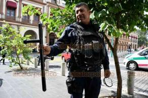 Xalapa, Ver., 28 de octubre de 2020.- A jóvenes que dijeron provenir del Municipio de Veracruz, Policías Estatales les hallaron una macana por lo que luego de retirarla los dejaron continuar su camino.
