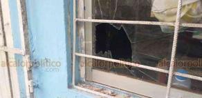 """Veracruz, Ver., 29 de octubre de 2020.- Además del monto de lo robado entre aparatos y otros enseres, se añaden los daños que ladrones han ocasionado a la escuela """"Úrsulo Galván"""", ya que han roto puertas, ventanas y candados."""