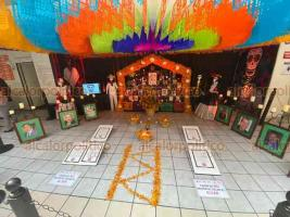 Xalapa, Ver., 30 de octubre de 2020.- En el Centro de Alta Especialidad se colocó Altar en honor del personal médico que ha fallecido por la pandemia. Aparecen las fotos de los doctores Rivera Uribe, Camacho, Matus, Oviedo y la enfermera Paquita.