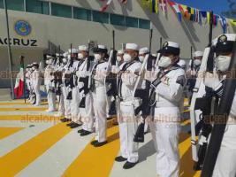 Veracruz, Ver., 23 de noviembre de 2020.- El gobernador Cuitláhuac García Jiménez participó en la conmemoración del Día de la Armada de México, que se efectuó en el Hospital Naval, estuvo acompañado por mandos de la SEMAR.