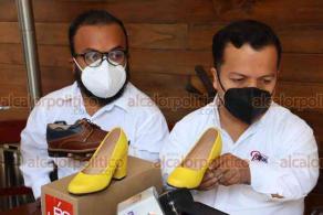"""Xalapa, Ver., 23 de noviembre de 2020.- La asociación civil """"Gente Pequeña"""" presentó la línea de calzado JBS Small Shoes, proyecto de calzado anatómico y artesanal especial para el pie de la persona de talla baja."""