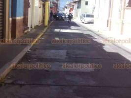 Xalapa, Ver., 24 de noviembre de 2020.- Calle Altamirano, entre Clavijero y José Azueta, en la zona centro, se cerró a la circulación por labores de mantenimiento en sistema de videovigilancia. Se prevé que tránsito se normalice a las 13:00 horas.