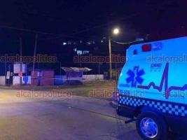 Xalapa, Ver., 24 de noviembre de 2020.- El conductor de la unidad de taxi rotulada con el número 2602 fue baleado en la calle Unidos, en la colonia Mártires de Chicago, tras brindar su servicio a un usuario.
