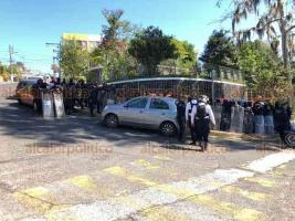 Xalapa, Ver., 25 de noviembre de 2020.- Policías de la SSP se colocaron en varios puntos de la avenida Ávila Camacho, como en el Monumento a La Madre, la escuela Secundaria Técnica número 3 y cerca del Teatro del Estado.