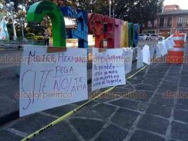 Coatepec, Ver., 25 de noviembre de 2020.- Mujeres se congregaron en el Parque Municipal para sumarse a las protestas en contra de la violencia de género.