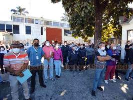 Orizaba, Ver., 26 de noviembre de 2020.- En la quinta manifestación semanal, trabajadores protestan contra intención del Jefe de la Jurisdicción Sanitaria de regresarlos a su lugar de adscripción.