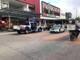 Xalapa, Ver., 26 de noviembre de 2020.- La tarde de este jueves una persona fue asaltada tras retirar dinero de un banco en Plaza Calabria, ubicada en el bulevar Europa.