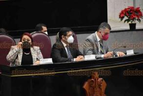 Xalapa, Ver., 1° de diciembre de 2020.- El secretario de Educación de Veracruz, Zenyazen Escobar García, acompañado de colaboradores, compareció ante diputados de la Comisión de Educación y Cultura del Congreso del Estado.