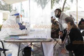 Ciudad de México, 15 de enero de 2021.- En la Dirección Territorial Estrella-Huizachtépec, Alcaldía Iztapalapa, prestan tanques para oxígeno para pacientes con COVID-19. Además, realizan 100 pruebas rápidas. En caso de dar positivo, se entrega una despensa y tratamiento médico inicial.