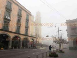 Xalapa, Ver., 16 de enero de 2021.- Debido a la entrada del Frente Frío número 27, la temperatura vuelve a descender acompañada de una densa niebla sobre la Capital.