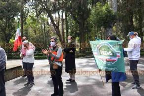 Xalapa, Ver., 17 de enero de 2021.-Integrantes de FRENAAA Xalapa nuevamente se manifestaron en Los Berros y reconocieron que localmente ha disminuido la gente que apoya su exigencia para que renuncie el presidente, Andrés Manuel López Obrador.