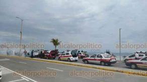 Boca del Río, Ver., 17 de enero de 2021.- Trabajadores de la dirección de Transporte Público del Estado desinfectaron unas mil 200 unidades de taxis y camiones urbanos, en el bulevar Vicente Fox.