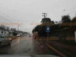 Coatepec, Ver., 17 de enero de 2021.- Este fin de semana comenzó la reparación los tramos de asfalto del puente río Consolapa, sobre el bulevar Xalapa-Coatepec, en la zona conocida como