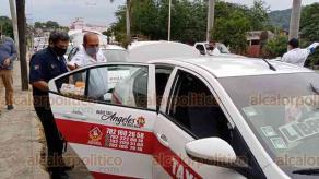 Poza Rica, Ver., 17 de enero de 2021.- Más de 500 taxis fueron desinfectados en este municipio ante la pandemia de COVID-19, informó Transporte del Estado. A los choferes se les proporcionó gel antibacterial y cubrebocas.