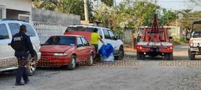 Veracruz, Ver., 18 de enero de 2021.- En la colonia Malibrán ocurrió el presunto suicidio de un hombre que se pegó un tiro con un arma de fuego, movilizándose personal de la Policía Naval, Estatal y personal de la FGE.