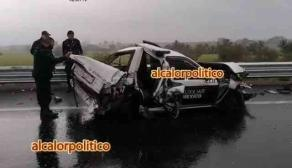 Puente Nacional, Ver., 20 de enero de 2021.- Patrulla de seguridad privada del Estado de México fue embestida por tráiler. Sus dos ocupantes fueron trasladados al Hospital del IMSS de Cardel.