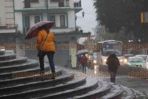Xalapa, Ver., 20 de enero de 2021.- Intensa lluvia se registra desde la madrugada y mañana de este miércoles en la Capital. Se espera que disminuya a partir del viernes y fin de semana, cuando se prevé incremente la temperatura diurna. Tome sus precauciones al conducir.