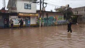 Xalapa, Ver., 20 de enero de 2021.- Ante las inundaciones provocadas por las lluvias registradas en las últimas horas, la SSP, a través de elementos de Fuerza Civil, implementó el Plan Tajín para brindar auxilio y apoyo a la población afectada en colonias de la Capital y lugares aledaños.