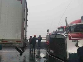 Acultzingo, Ver., 20 de enero de 2021.- La tarde de este miércoles se reportaron dos accidentes de tráileres en la carretera federal Acatzingo-Ciudad Mendoza, uno en el Kilómetro 228 y otro en el 229.