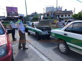 Xalapa, Ver., 21 de enero de 2021.- Tres vehículos estuvieron involucrados en choque sobre la avenida Orizaba esquina con avenida Manuel Ávila Camacho. No se reportan personas lesionadas, sólo daños materiales y afectación a la circulación.