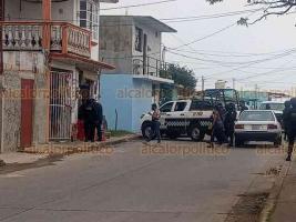 Coatzacoalcos, Ver., 23 de enero de 2021.- Alrededor de las 12:30 horas, un hombre de identidad desconocida fue asesinado adentro de una tienda de abarrotes, en la calle Canarios de la colonia Santa Isabel.