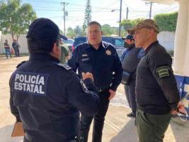 Las Choapas, Ver., 25 de enero de 2021.- Hugo Gutiérrez Maldonado arribó este lunes a la sede de la Policía Estatal en este municipio, donde además de supervisar las condiciones en que se llevan a cabo las labores policiales, revisó las acciones implementadas para reforzar la seguridad en beneficio de la población.