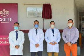 """Xalapa, Ver., 26 de enero de 2021.- Tanque de oxígeno con que cuenta la Clínica Hospital del ISSSTE puede ser usado para miles de pacientes, """"realmente abastece a todo el hospital"""", sostuvo el director Juan Carlos Chávez."""