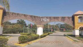 Poza Rica, Ver., 26 de enero de 2021.- Un grupo de vecinos del fraccionamiento Las Fincas se manifestó este lunes en contra de la empresa Fincamex. Advierten a ciudadanos no comprar más viviendas a la constructora.