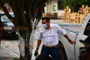 Acayucan, Ver., 27 de enero de 2021.- La tarde de este miércoles, luego de salir de un evento político, fue detenido por parte de los detectives de la Policía Ministerial el tesorero municipal de Hidalgotitlán.