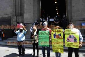 Ciudad de México, 26 de febrero de 2021.- Decenas de profesores de la CNTE de Hidalgo, Michoacán, Jalisco y Chiapas exigen pago de prestaciones y basificación. También respeto y apoyo económico a las escuelas normales.