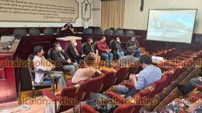 Xalapa, Ver., 3 de marzo de 2021.- Presentan a locatarios la maqueta del proyecto para la modernización del mercado Adolfo Ruiz Cortines, conocido como La Rotonda. Funcionarios federales y municipales buscan convencerlos de aceptar la obra, tras rechazo inicial.