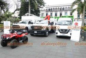 Xalapa, Ver., 4 de marzo de 2021.- El alcalde Hipólito Rodríguez entregó 16 vehículos para la Dirección de Medio Ambiente, adquiridos con recursos federales.