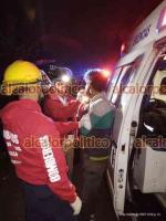Coatepec, Ver., 5 de marzo de 2021.- Elementos del cuerpo de Bomberos de Coatepec atendieron un accidente sobre la carretera Xico-Coatepec, un motociclista fue auxiliado luego de derrapar, a la altura del fraccionamiento La Cruz.
